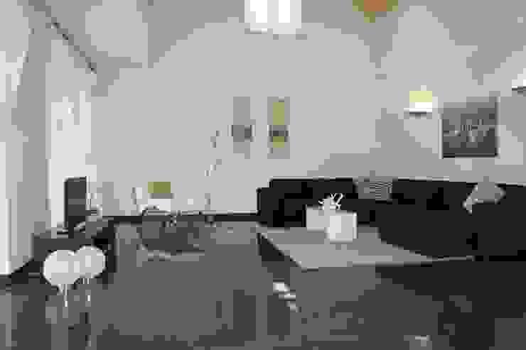 Wohnzimmer NACHHER Moderne Wohnzimmer von HomeStagingDE Modern