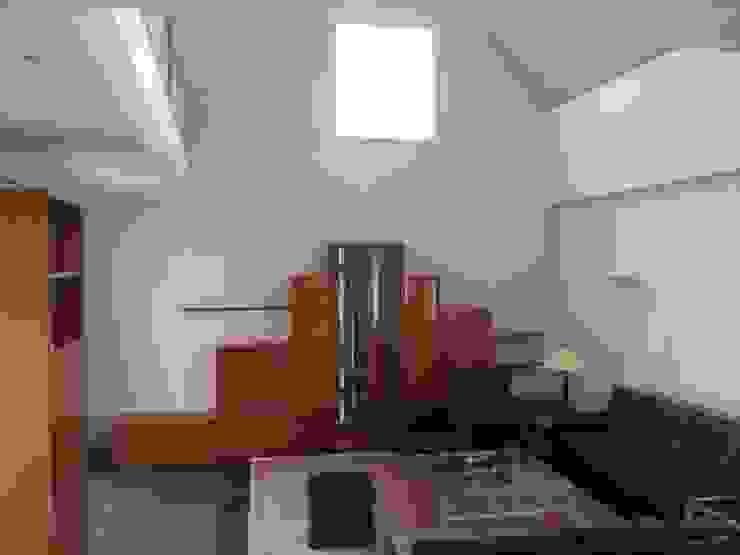 Wohnzimmer VORHER Moderne Wohnzimmer von HomeStagingDE Modern