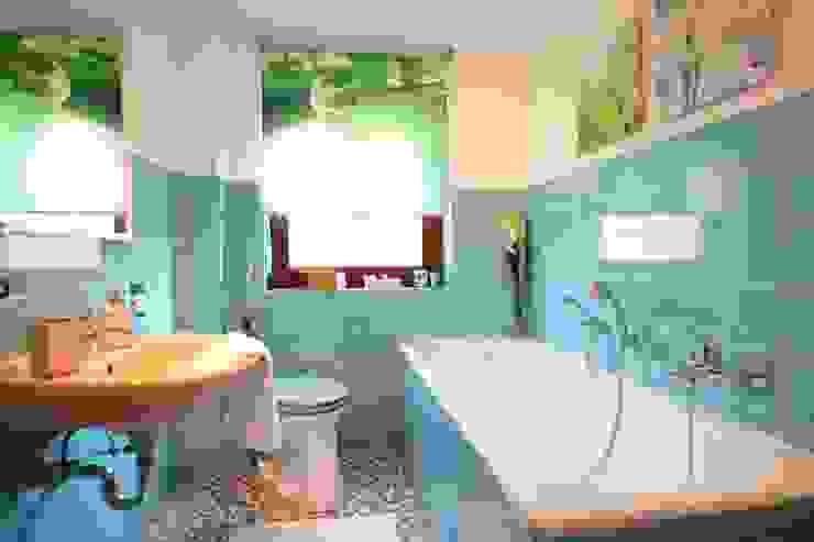 Bad NACHHER Klassische Badezimmer von HomeStagingDE Klassisch