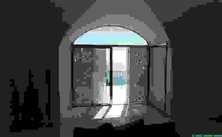 casa dentro le mura Camera da letto in stile mediterraneo di laboratorio di architettura - gianfranco mangiarotti Mediterraneo