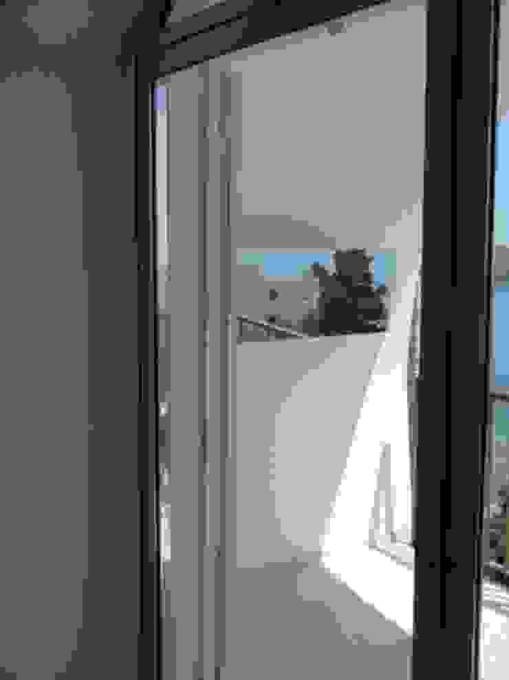 casa dentro le mura Balcone, Veranda & Terrazza in stile mediterraneo di laboratorio di architettura - gianfranco mangiarotti Mediterraneo