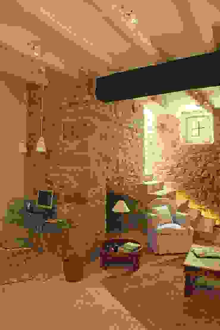 Sala de estar / estudio de OutSide Tech Light Rústico