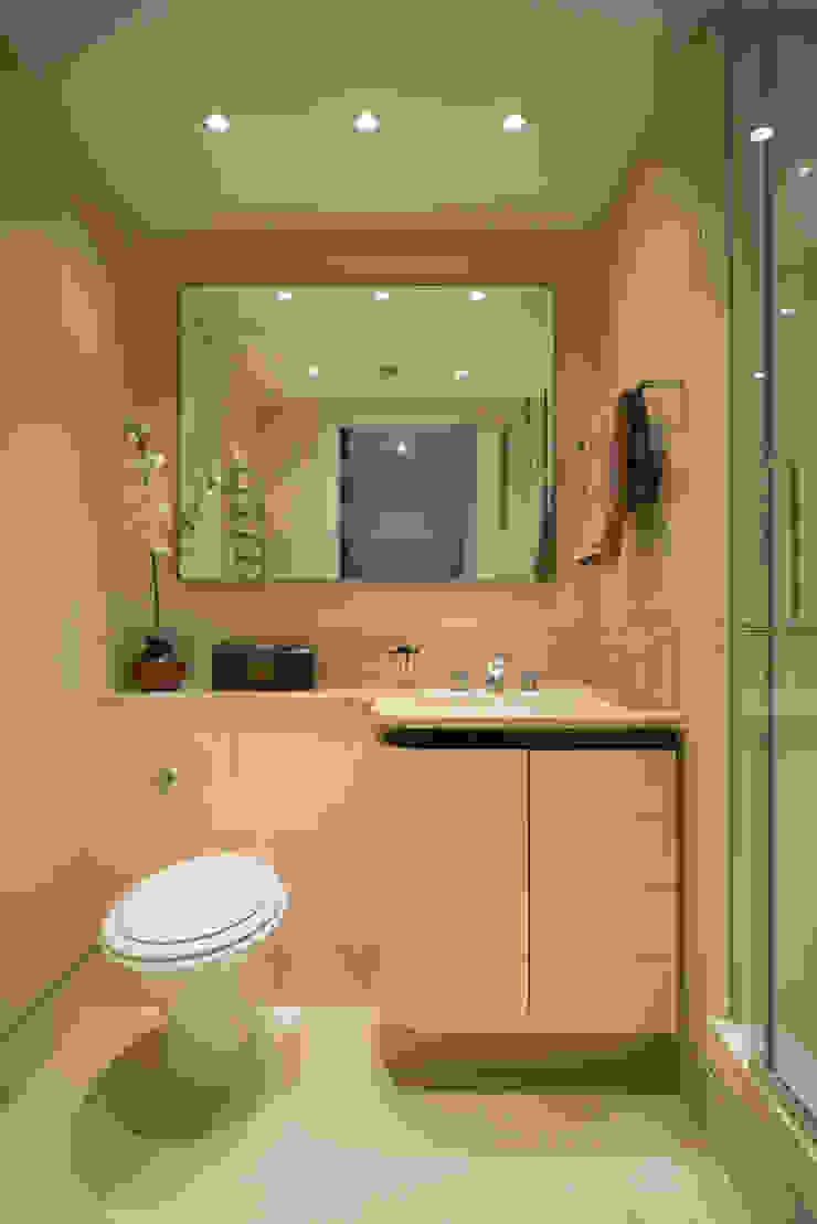 Guest Bathroom Modern Bathroom by STUDIO[01] LTD Modern