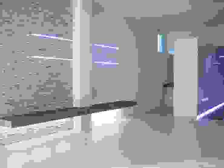 sala attesa Spa moderna di studiooxi Moderno