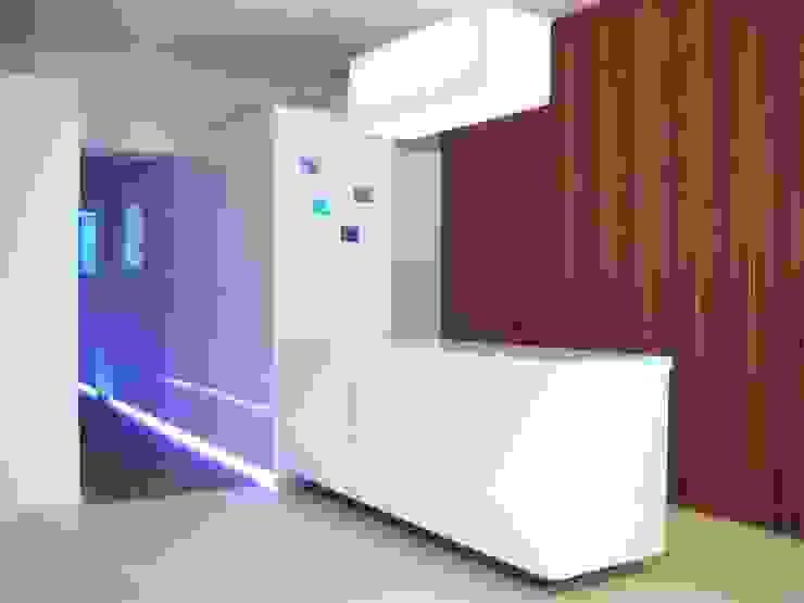 reception Spa moderna di studiooxi Moderno