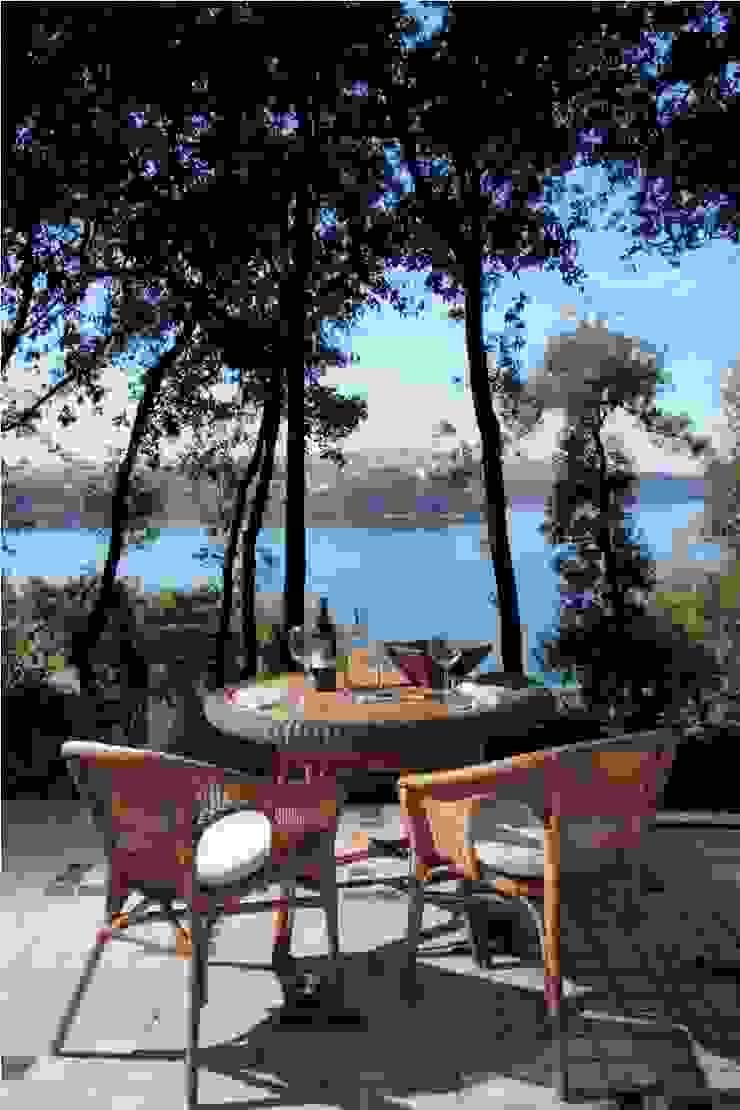 Casa sul lago di Bracciano Balcone, Veranda & Terrazza in stile mediterraneo di laboratorio di architettura - gianfranco mangiarotti Mediterraneo
