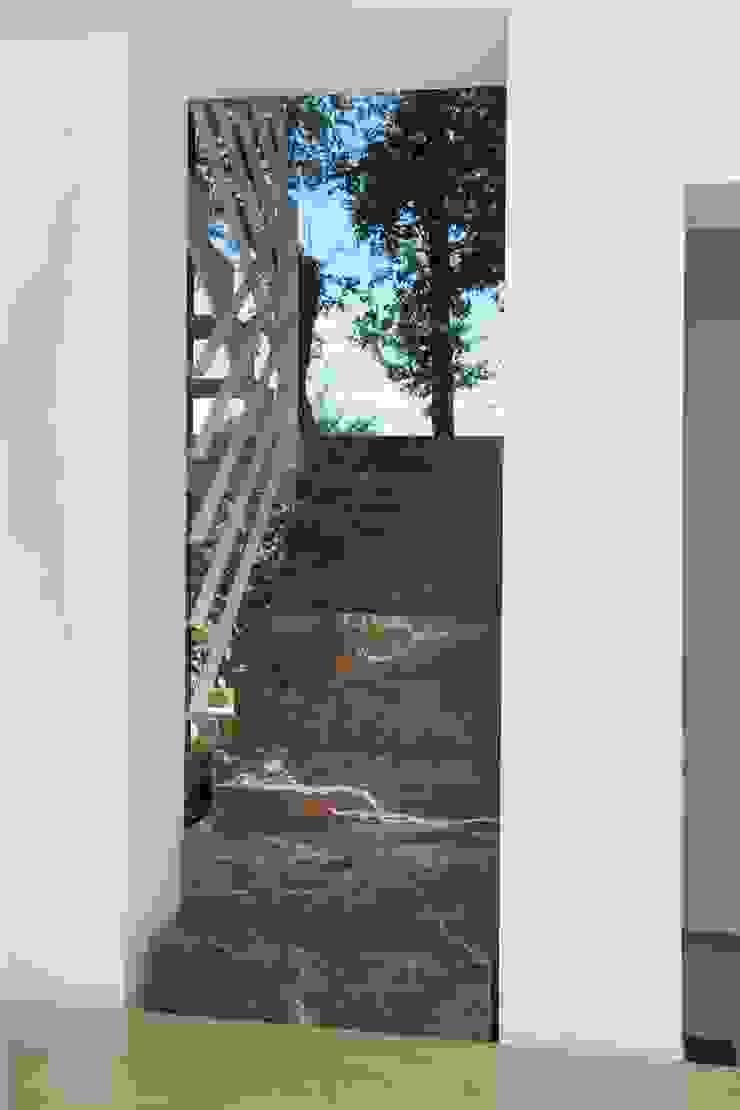Casa sul lago di Bracciano Ingresso, Corridoio & Scale in stile mediterraneo di laboratorio di architettura - gianfranco mangiarotti Mediterraneo