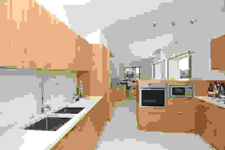 Casa sul lago di Bracciano Cucina in stile mediterraneo di laboratorio di architettura - gianfranco mangiarotti Mediterraneo