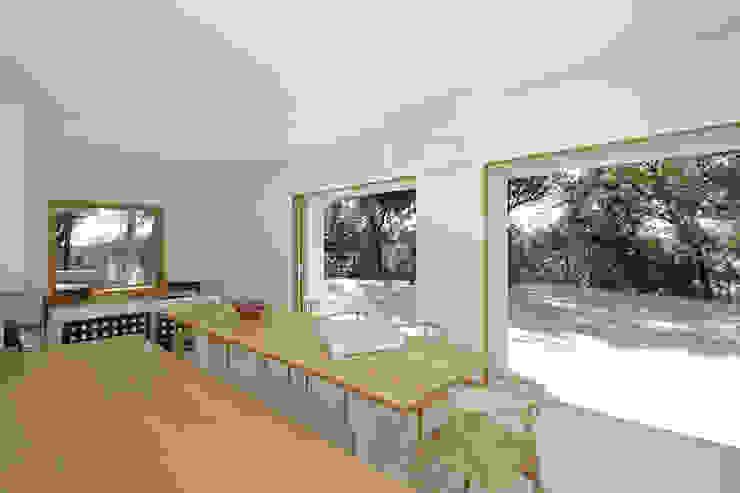 Casa sul lago di Bracciano Sala da pranzo in stile mediterraneo di laboratorio di architettura - gianfranco mangiarotti Mediterraneo
