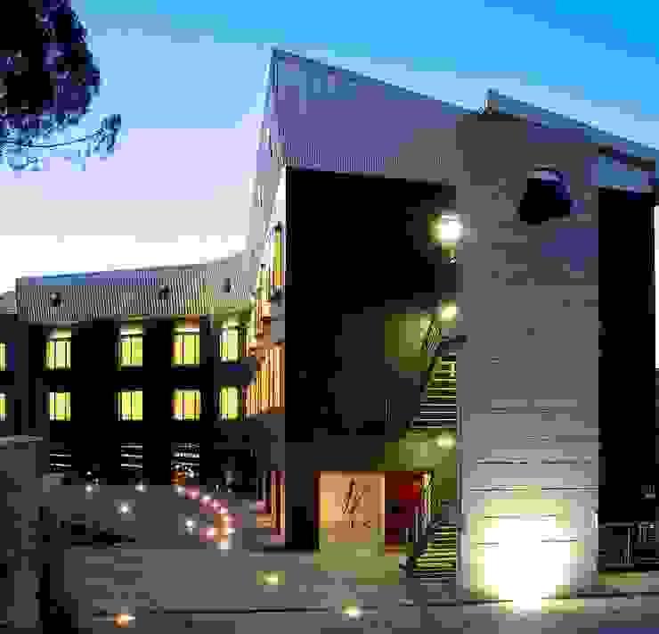 Black Hotel Hotel moderni di laboratorio di architettura - gianfranco mangiarotti Moderno