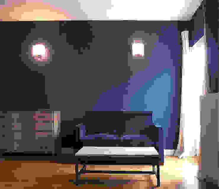 Le petit salon de la suite parentale Chambre classique par Delphine Gaillard Decoration Classique