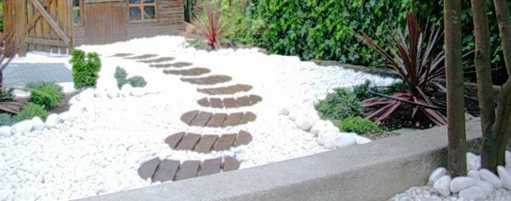 Jardín oriental con pavimento de grava ornamental de paisajistas y jardineros Asiático Piedra