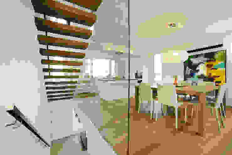 Modern corridor, hallway & stairs by Spaett Architekten GmbH Modern