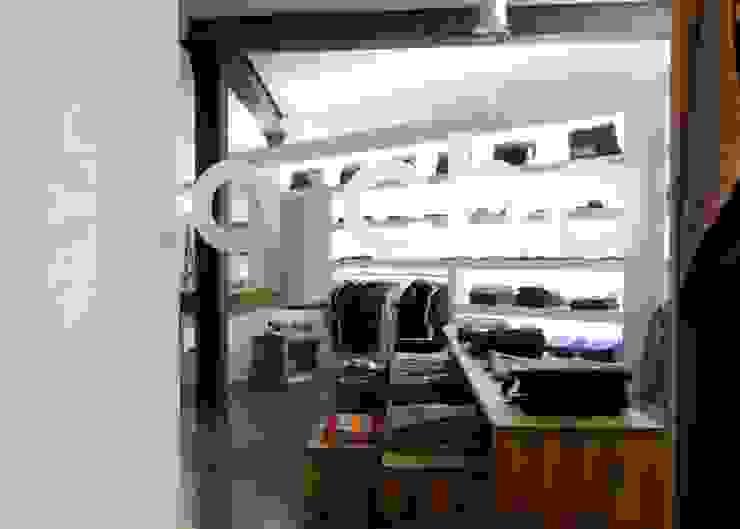 Negozi & Locali commerciali moderni di Spaett Architekten GmbH Moderno
