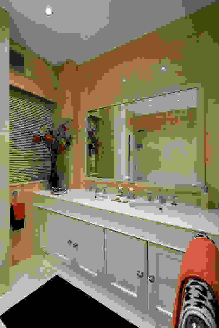 Master Bedroom/ Mayfair, London Modern style bedroom by FADI CHERRY | design studio Modern