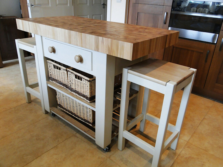Kitchen island butchers block top Country Interiors MutfakDolap & Raflar