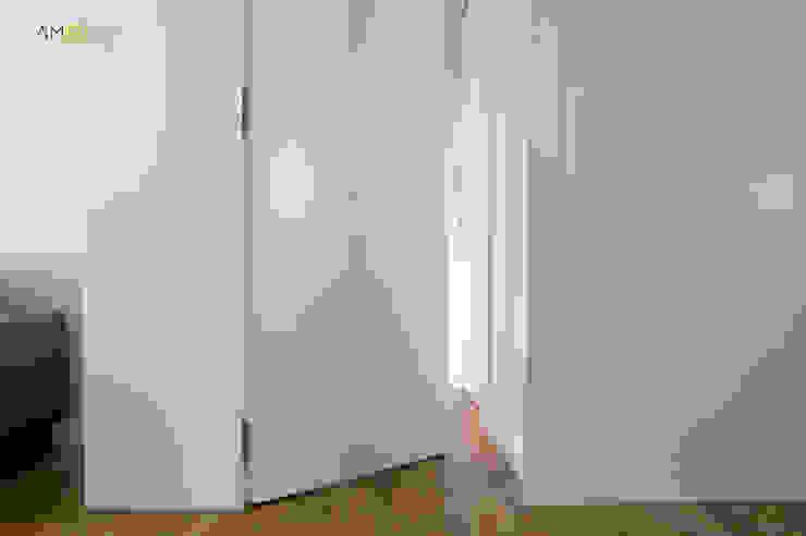 amBau Gestion y Proyectos Ingresso, Corridoio & Scale in stile eclettico