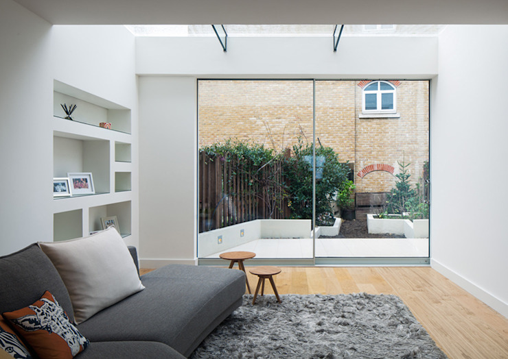 Coldharbour:  Living room by Poulsom Middlehurst Ltd., Modern