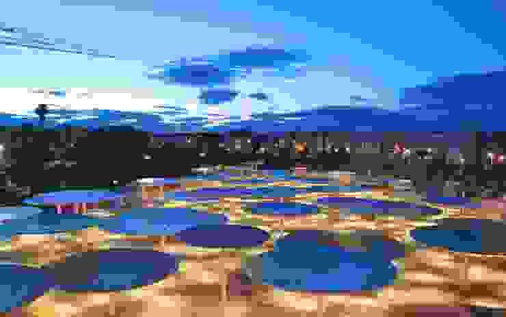 Balkon, Beranda & Teras Modern Oleh ParedesPino arquitectos Modern