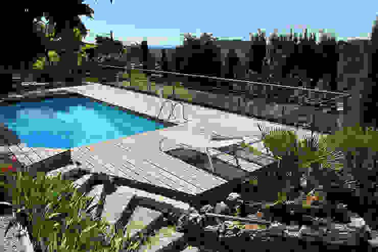 Hồ bơi phong cách hiện đại bởi INSIDE Création Hiện đại