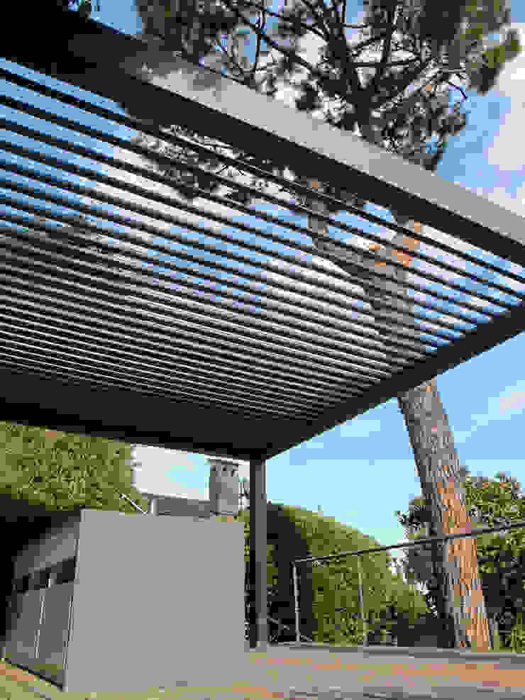 Hiên, sân thượng phong cách hiện đại bởi INSIDE Création Hiện đại