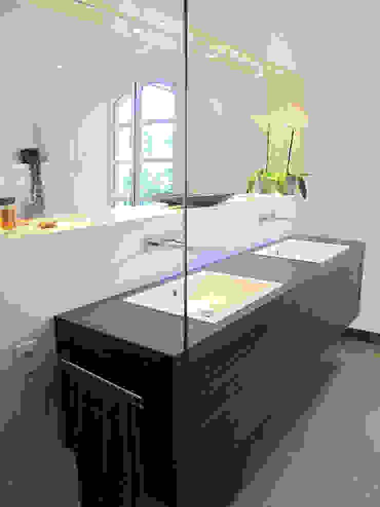 Salle de bain en béton ciré Salle de bain moderne par INSIDE Création Moderne