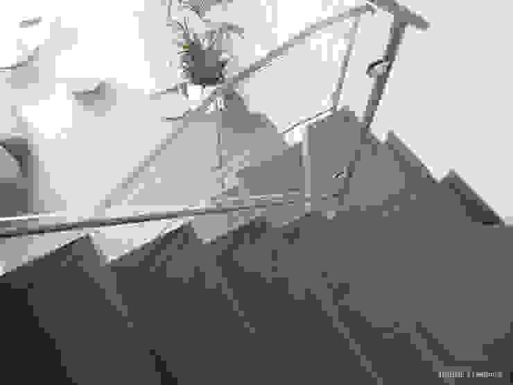 Garde corps métal et verre Maisons modernes par INSIDE Création Moderne