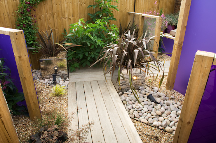 Party garden in Sevenoaks, Kent Earth Designs Taman Modern