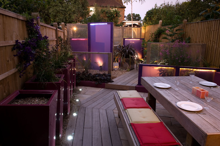Party garden in Sevenoaks, Kent Taman Modern Oleh Earth Designs Modern