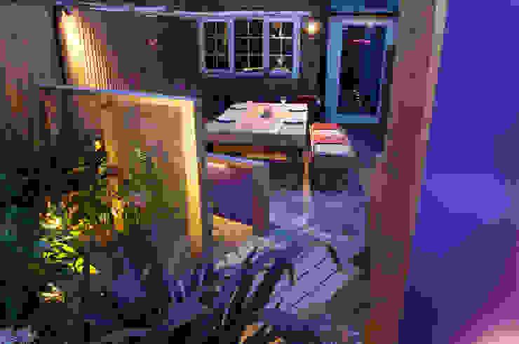 Party garden in Sevenoaks, Kent 根據 Earth Designs 現代風