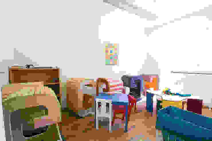 Cuartos infantiles de estilo moderno de Luna Homestaging Moderno