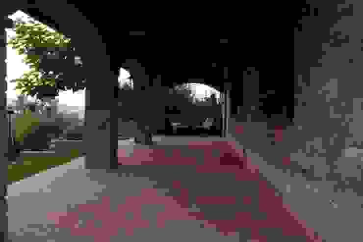by Studio Tecnico Progettisti Associati Ing. Marani Marco & Arch. Dei Claudia Колоніальний
