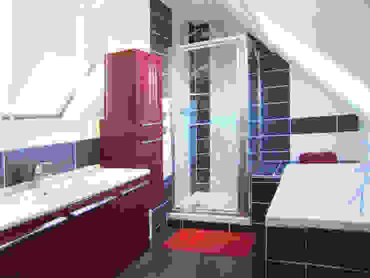 Salle de bain sous combles Salle de bain moderne par HOME feeling Moderne