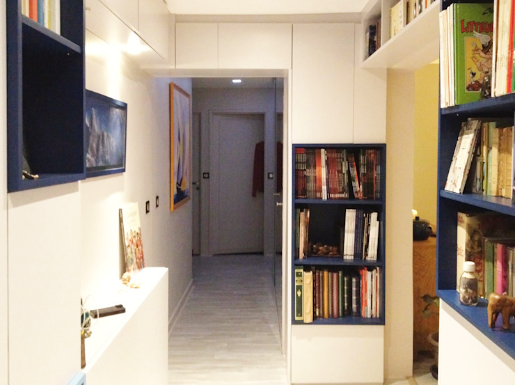 Modern corridor, hallway & stairs by HOME feeling Modern