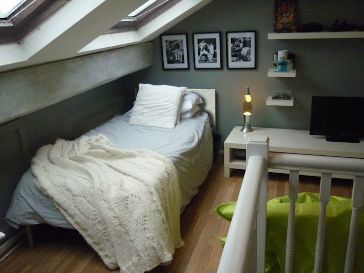 Attic Teen Bedroom:  Bedroom by The Interior Design Studio,