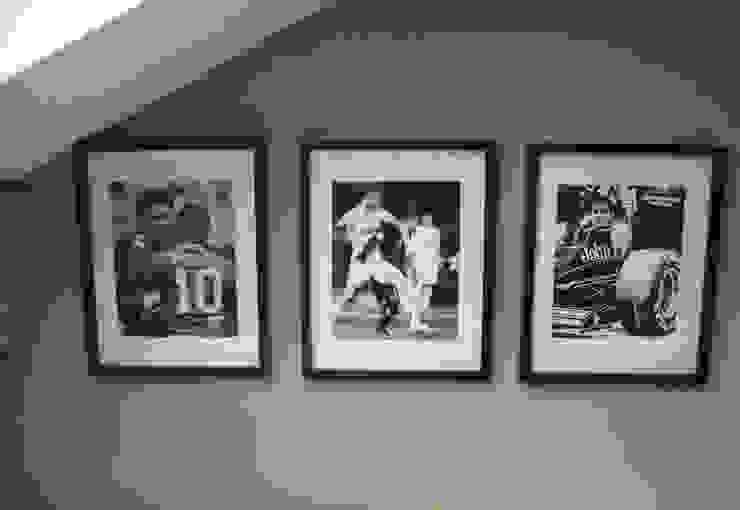 black & white Pictures Phòng ngủ phong cách hiện đại bởi The Interior Design Studio Hiện đại