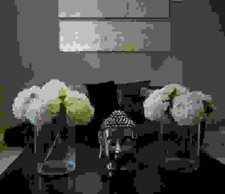 LOUNGE Modern living room by The Interior Design Studio Modern