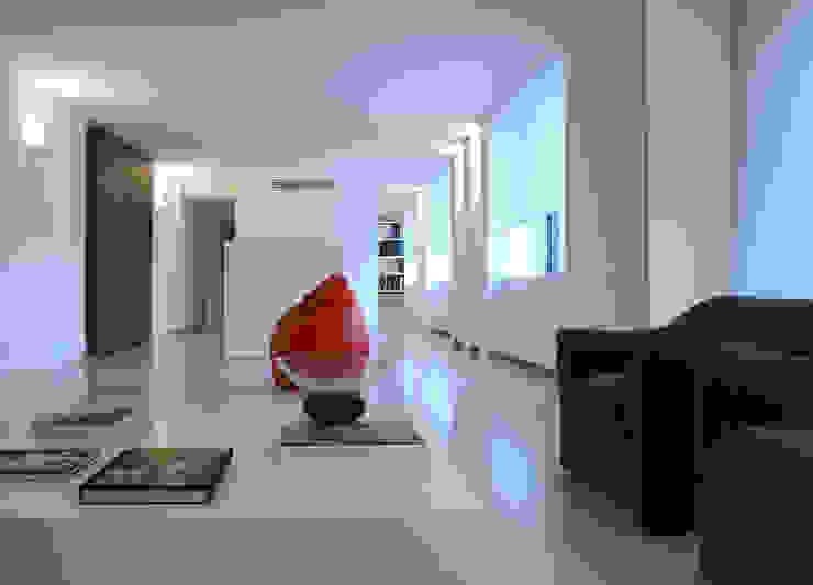 Minimalist house by SERGIO PASCOLO ARCHITECTS Minimalist