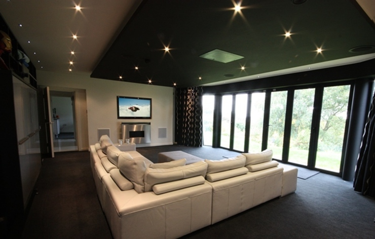 Automated Home Cinema Room and Lighting Salas de estar por Inspire Audio Visual