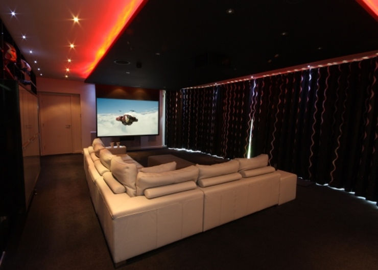 Automated Home Cinema Room and LED Lighting Salas multimídia por Inspire Audio Visual