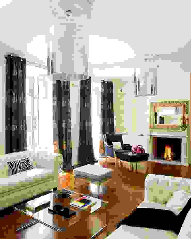 entertain... Casas de estilo clásico de nikohl cadeau interiors Clásico