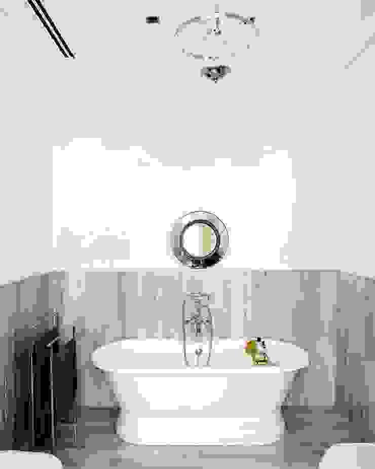 squeeky clean Casas de estilo clásico de nikohl cadeau interiors Clásico