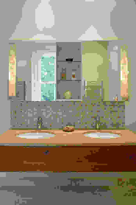 Belsize Park Modern bathroom by Hélène Dabrowski Interiors Modern