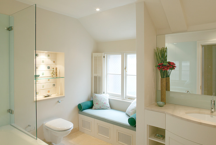 Bathroom by Hélène Dabrowski Interiors,