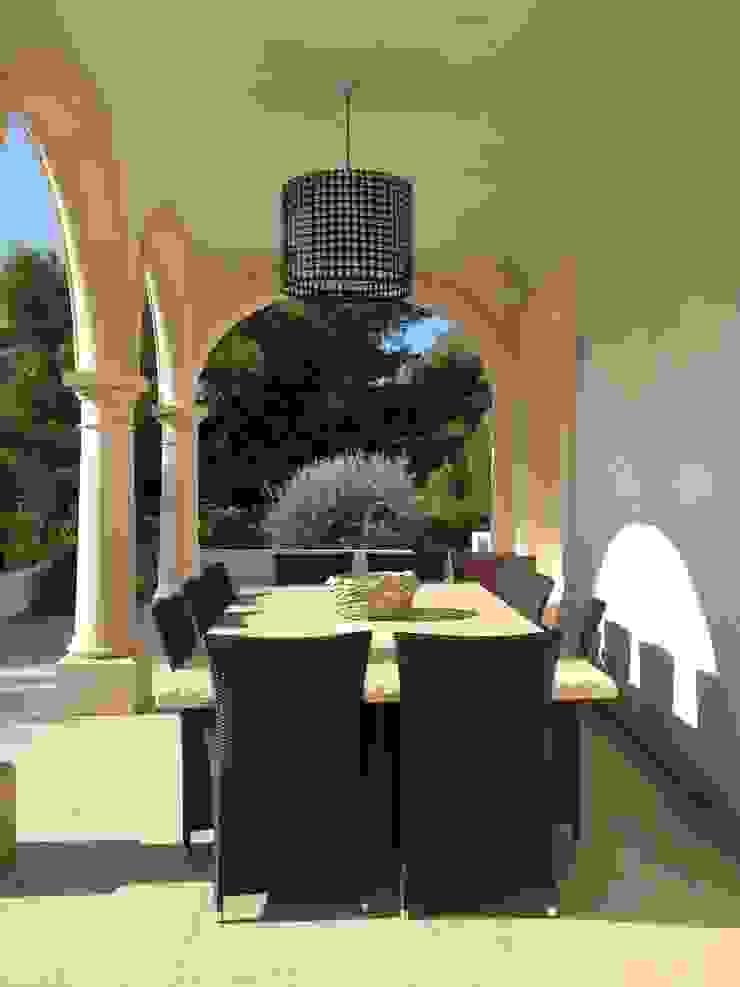 KJ Balcones y terrazas de estilo mediterráneo de Fincas Cassiopea Group / FCG Architects Mediterráneo