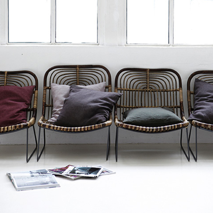 Kawa lounge chair: eclectic  by Decorum, Eclectic
