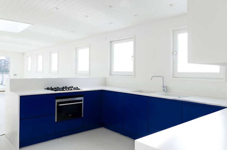 The boat for Chelsea Yacht Club client Damien Hirst in ultramarine by Amberth