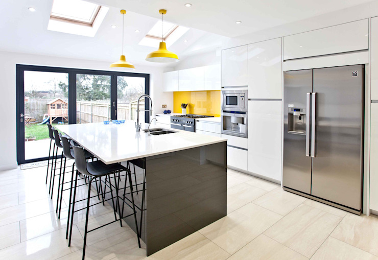 Bright, clean, contemporary homify ห้องครัว
