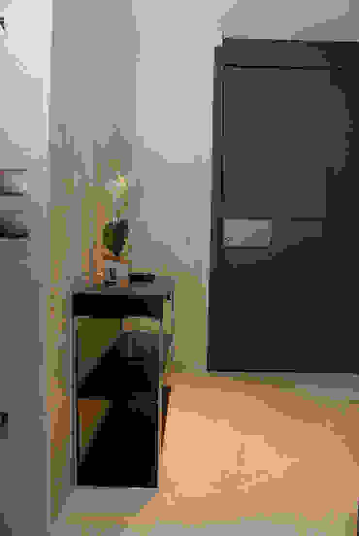 Garage/Rimessa in stile moderno di VETZARA 3 S.L. Moderno