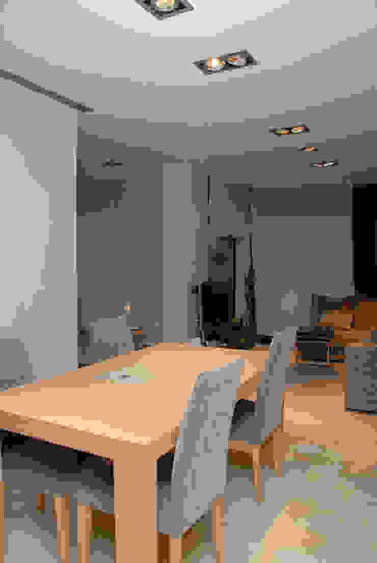 Casa en Premià de Mar 2008 Salones de estilo moderno de VETZARA 3 S.L. Moderno